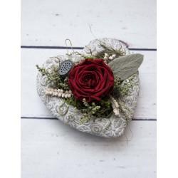 Herzschale mit roter Rose