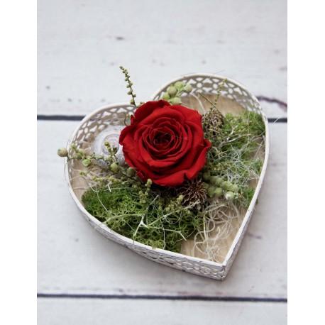 Herztablett mit Rose